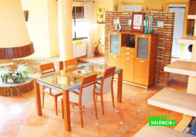 44583-salon-comedor-cocina-calicanto-chalet-valencia