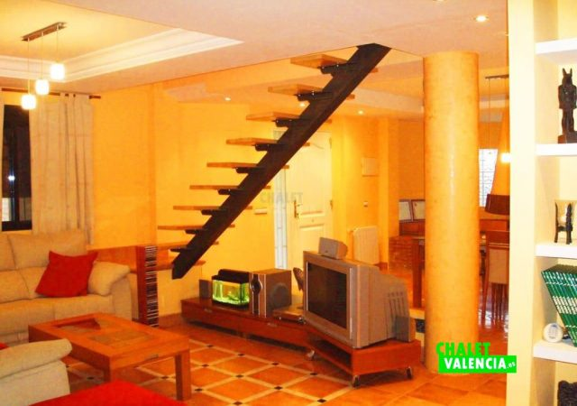 44583-salon-escaleras-calicanto-chalet-valencia