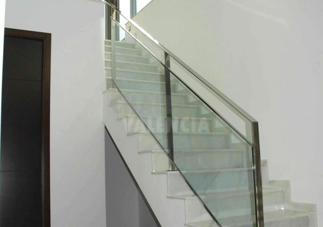 44611-escalera-2-chalet-valencia