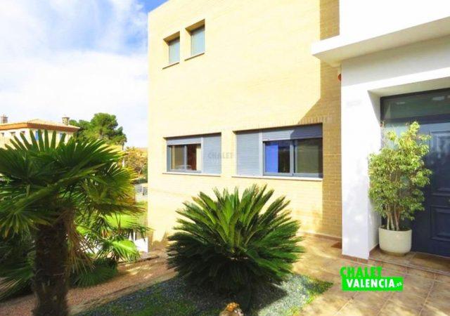 44650-entrada-calle-chalet-valencia