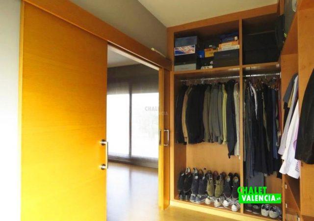 44650-hab-3-vestidor-chalet-valencia