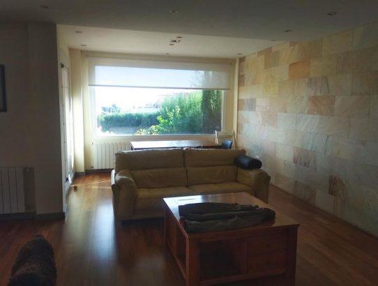 Salón moderno con vistas