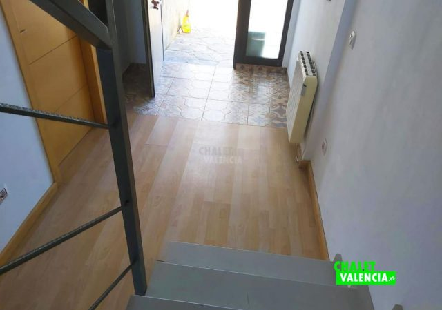33807-recibidor-escaleras-chiva-chalet-valencia