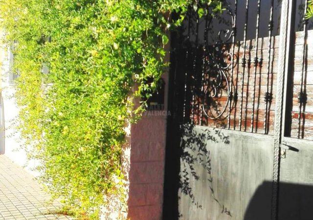 46428-entrada-calle-chalet-valencia