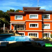 Villa with great privacy in Campolivar Godella urbanization