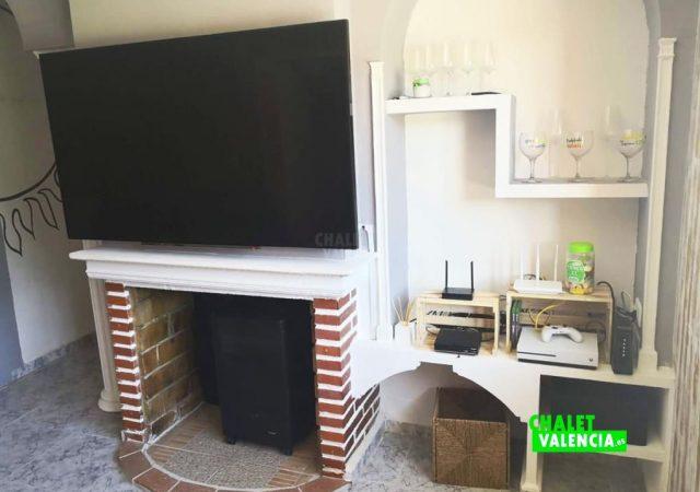 46868-salon-tv-chimenea-chiva-chalet-valencia