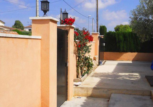 46907-ext-entrada-calle-2-chalet-valencia