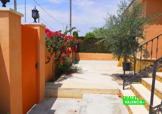 46907-ext-entrada-calle-chalet-valencia