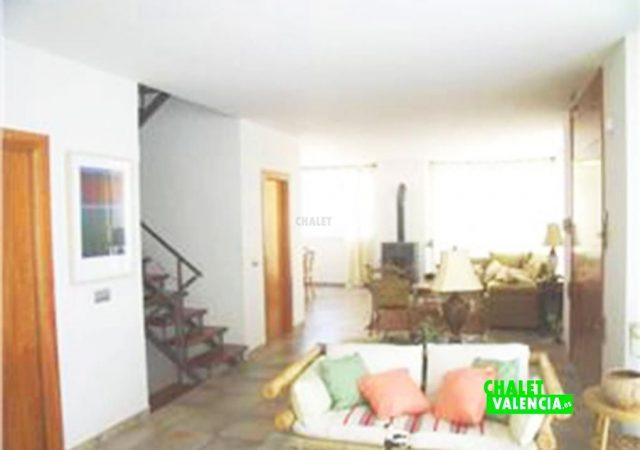 46975-salon-escaleras-chalet-valencia