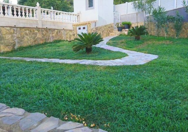 46993-jardin-cesped-taronchers-chalet-valencia