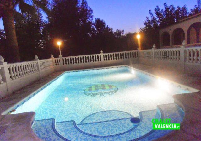 46993-piscina-noche-3-taronchers-chalet-valencia
