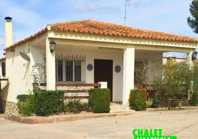47353-exterior-terraza-chiva-chalet-valencia