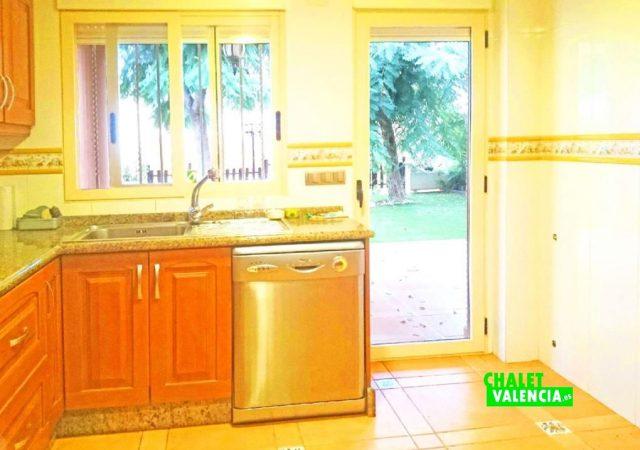47753-cocina-jardin-chalet-valencia