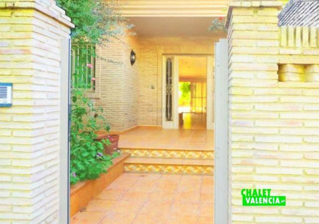 47753-entrada-calle-chalet-valencia