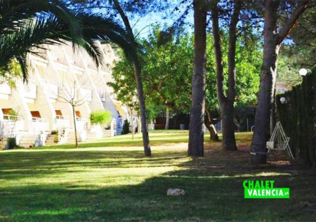 47814-jardin-pinada-chalet-valencia
