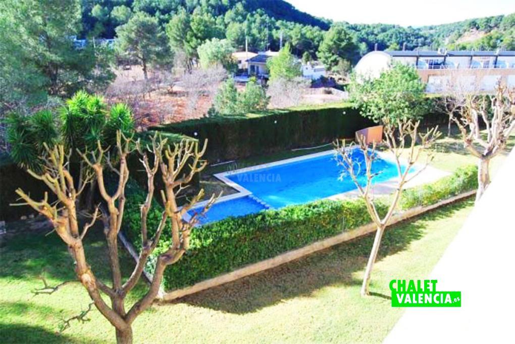 Chalet adosado con piscina pinada