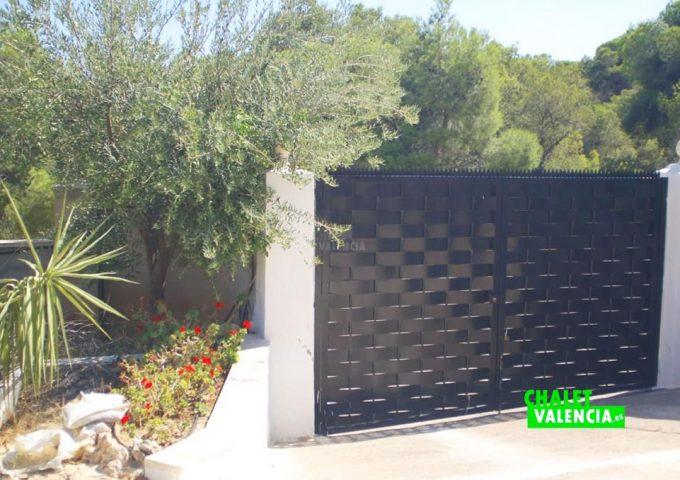47893-entrada-calle-chalet-valencia