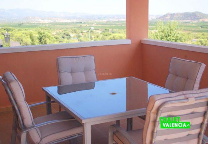Villa on urban land 2km from Casinos