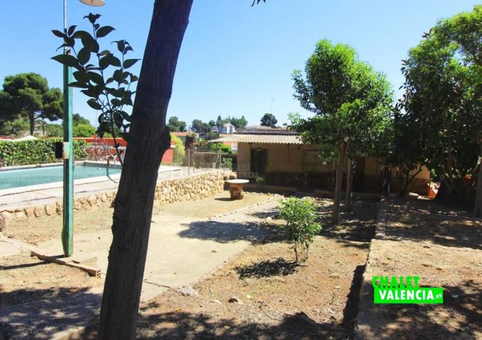 48047-jardin-piscina-02-chalet-valencia