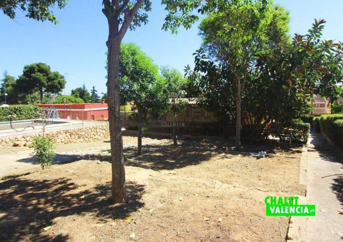 48047-jardin-piscina-chalet-valencia