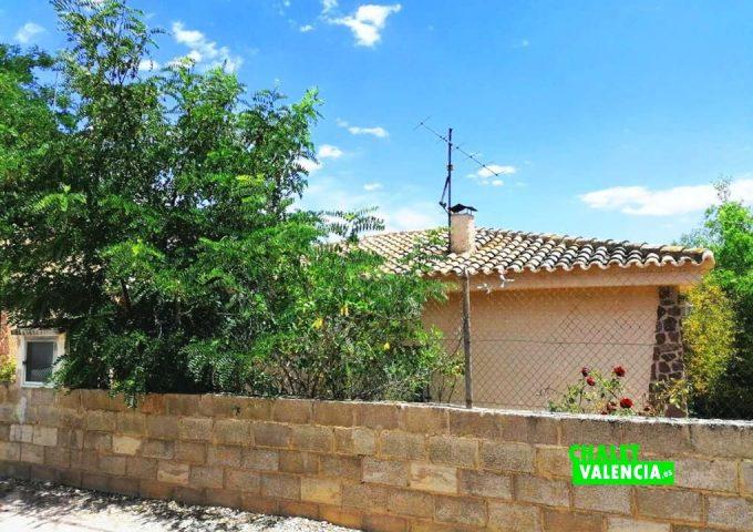 49085-entrada-calle-03-pedralba-chalet-valencia
