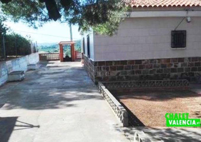 49123-entrada-calle-2-montserrat-chalet-valencia