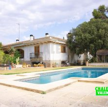 Large villa with a courtyard in Montealegre L'Eliana