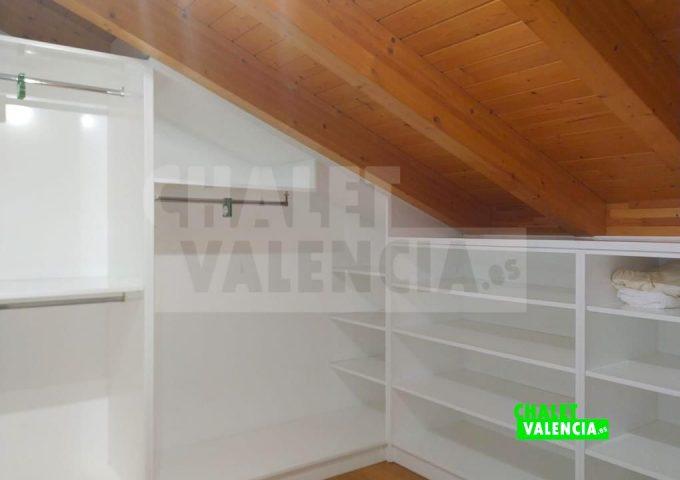 50594-hab-b01-vestidor-torre-conill-chalet-valencia