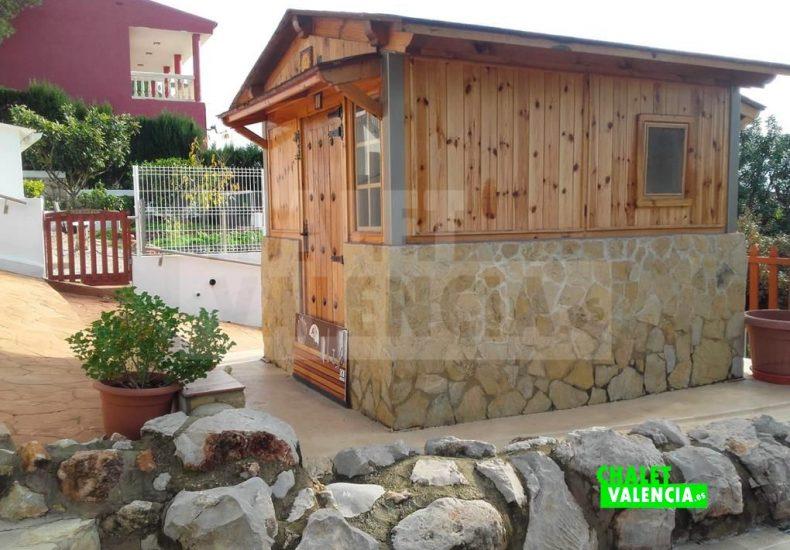 50646-entrada-casa-madera-calicanto-chalet-valencia