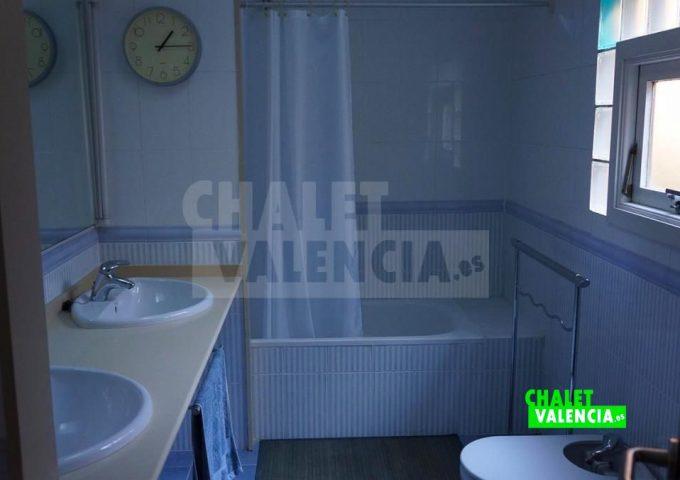 50820-bano-02-chalet-valencia