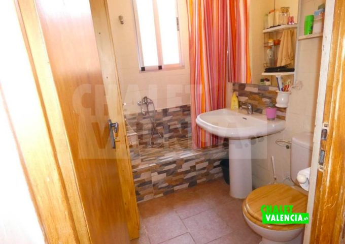 50886-bano-01-montroy-chalet-valencia