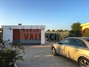 Chalet rústico con piscina en Montserrat Valencia
