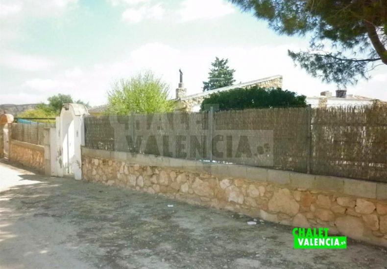 51244-entrada-calle-chalet-valencia