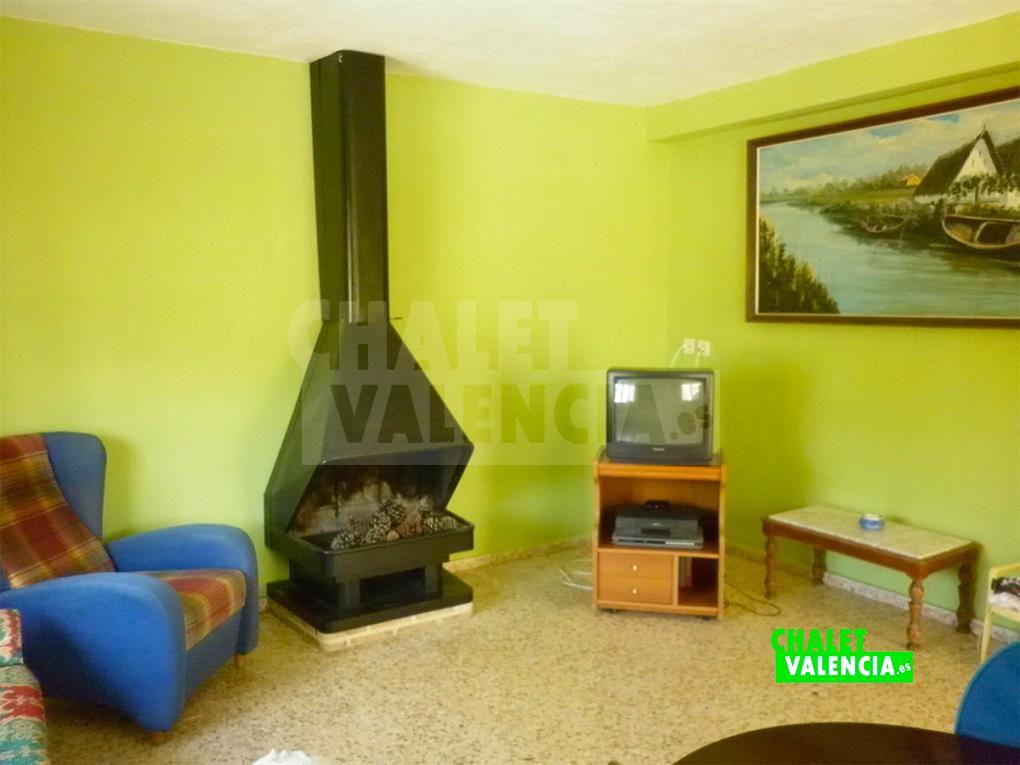 Salón con chimenea moderna Montroi Valencia