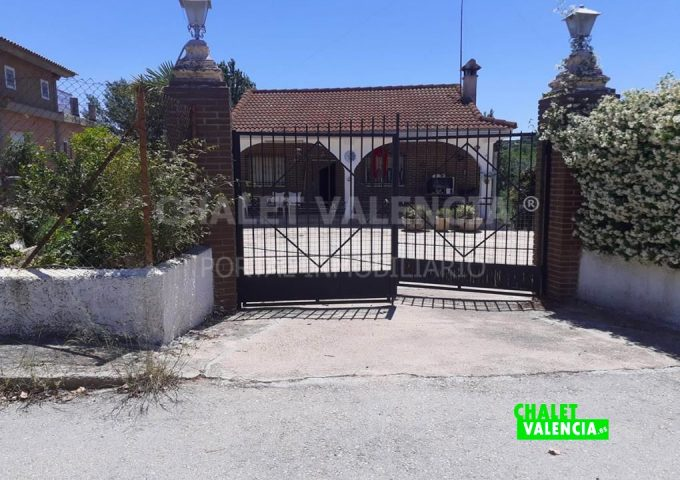 52554-entrada-calle-puerta-los-felipes-chalet-valencia