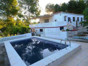 Chalet con piscina en Les Rodanes Vilamarxant