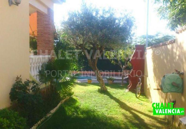 02561-jardin-lateral-chalet-maravisa-valencia-pobla