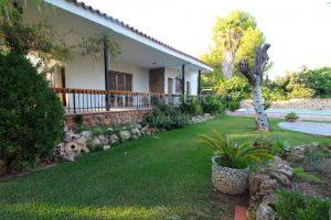 Jardín con piscina en Chalet La Eliana Valencia