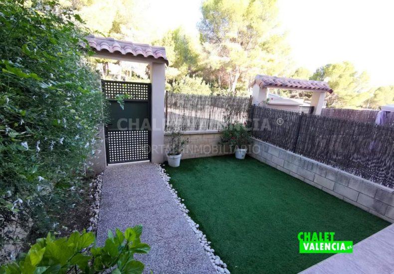 54887-exterior-entrada-chalet-valencia