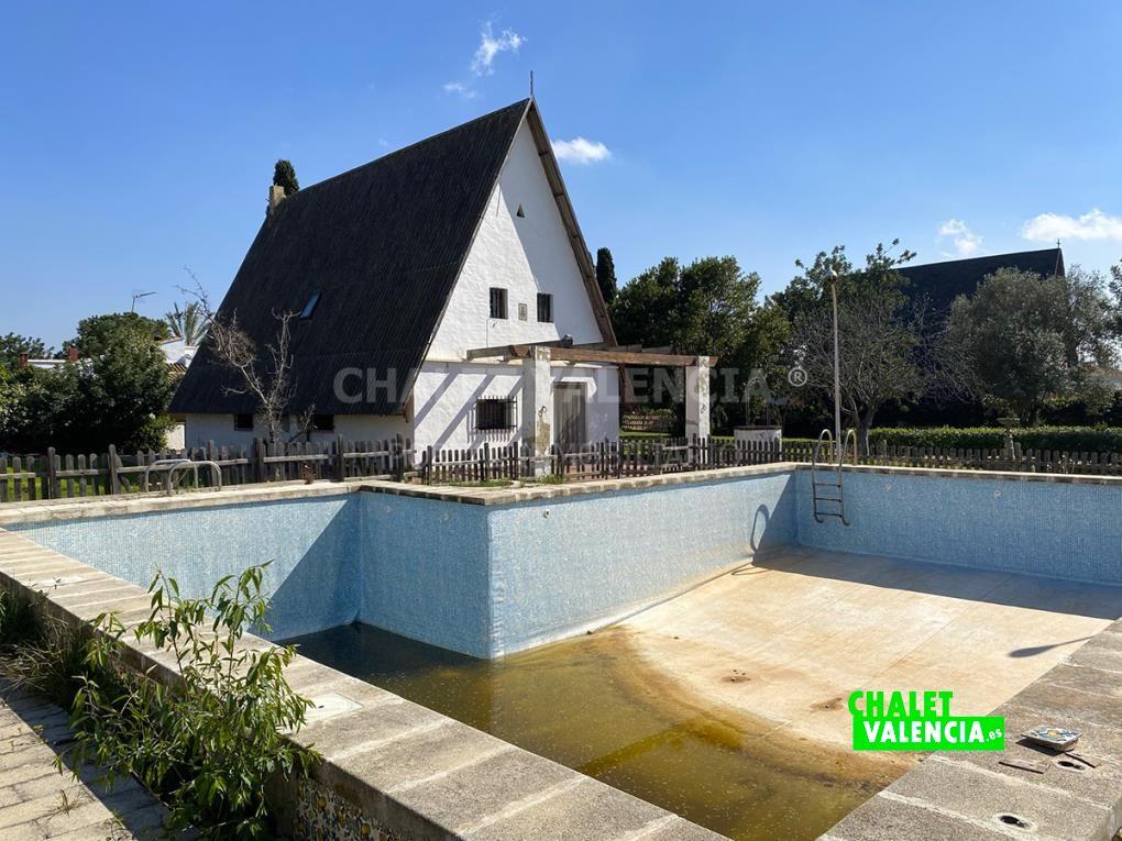 Chalet tipo Barraca con piscina