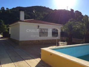 Chalet con piscina en la montaña cerca de Valencia