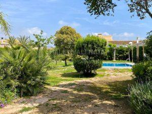 Chalet grande con piscina en Náquera