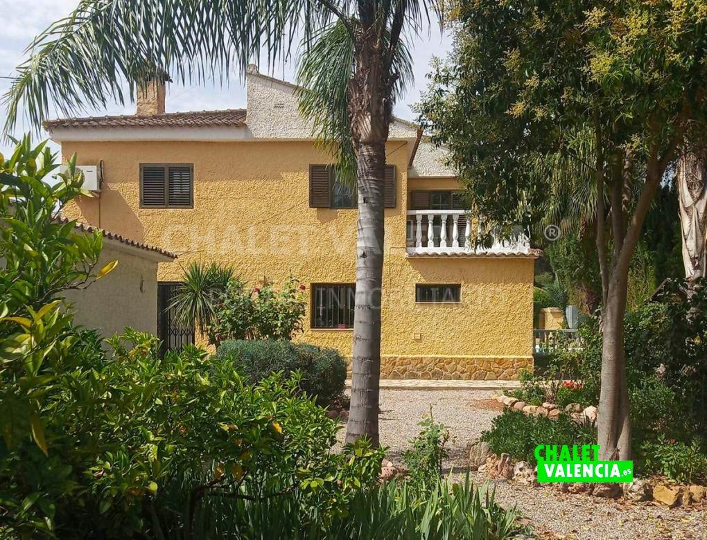 Chalet con piscina y 3 viviendas en Valencia