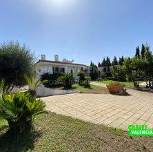 Stately villa with pool in Montecañada urbanization