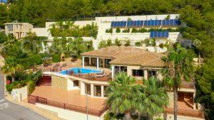 Роскошная вилла в Альтее с пейзажным бассейном lujo chalet altea